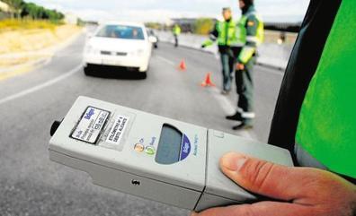 Detenido por conducir cuadruplicando la tasa del alcohol y con tres pasajeros en los asientos delanteros