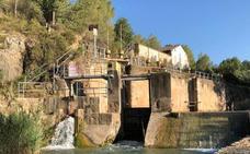 Rescatan a un hombre ebrio en una zona de baño prohibido en Pedralba