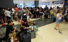 Los sindicatos piden al Gobierno que actúe ante los «abusos» de Ryanair