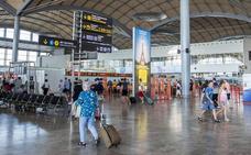 Un trabajador del aeropuerto roba equipos informáticos del control de fronteras de la Policía