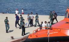 Salvamento remolca tres pateras interceptadas frente a la costa de la Comunitat