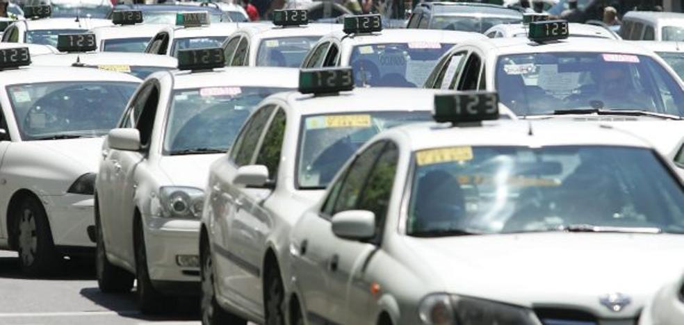 Los taxis de Valencia convocan huelga indefinida desde la medianoche de hoy