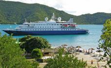 El buque SeaDream I elige de nuevo Dénia como puerto de escala en su ruta por el Mediterráneo