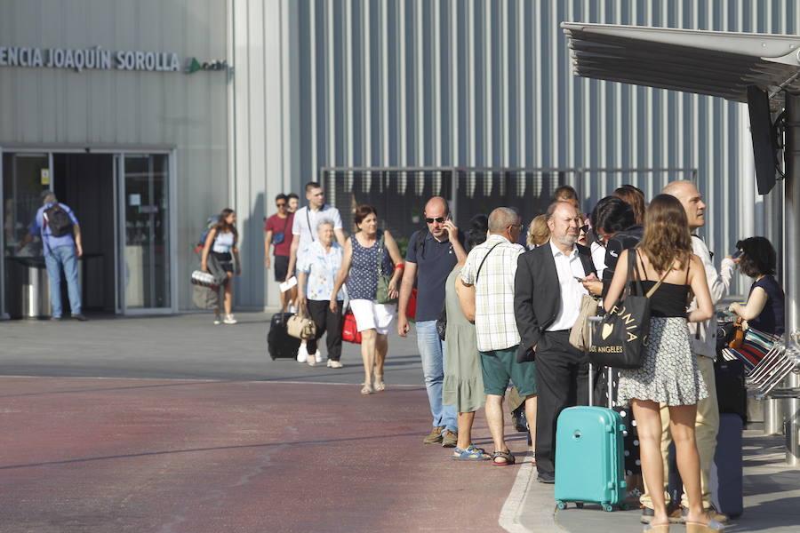 Ximo Puig pide que la huelga de los taxistas en la Comunitat Valenciana se desconvoque «lo más rápidamente posible»
