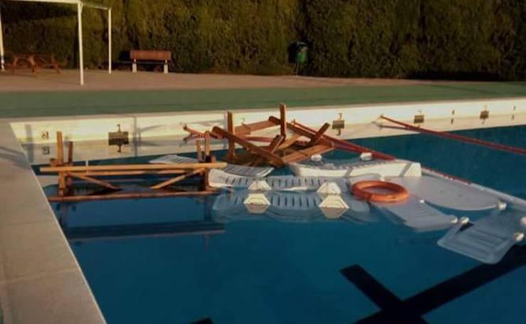 Vandalismo en la piscina municipal de Chiva