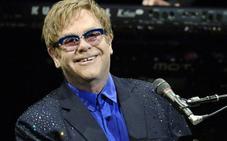 Las curiosas fotos de Elton John en la playa