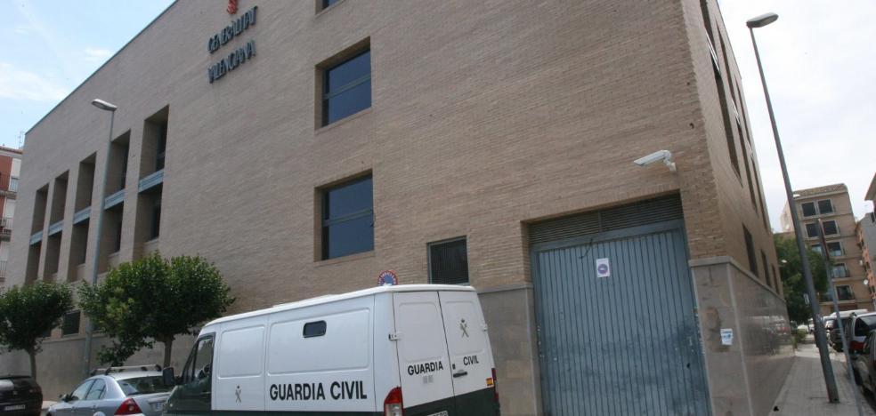 Investigan si el entrenador de fútbol detenido en l'Horta violó a uno de los menores