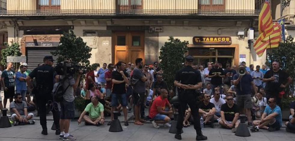 Fomento desvía a las comunidades autónomas la regulación sobre las VTC