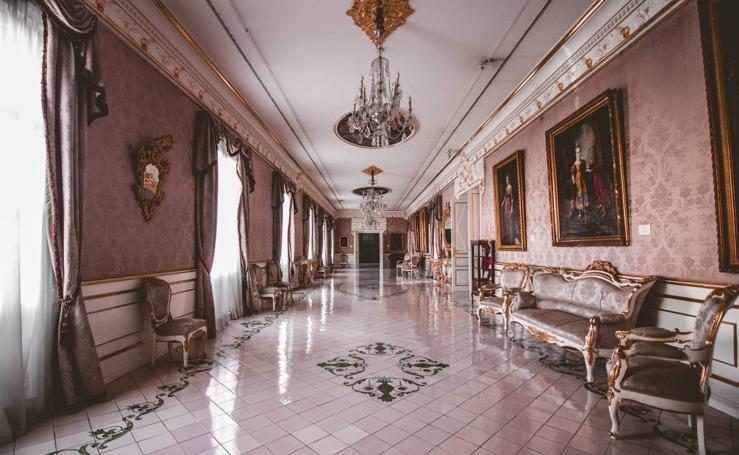 En el interior del Palacio de Cervelló, residencia ocasional de reyes en Valencia