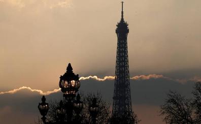 Cierra la Torre Eiffel por un conflicto laboral a raíz de las largas colas de espera