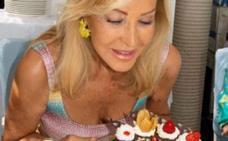 Carmen Lomana celebra su 70 cumpleaños comiendo paella