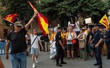 Masiva recepción en Mallorca entre gritos a favor y en contra del Rey