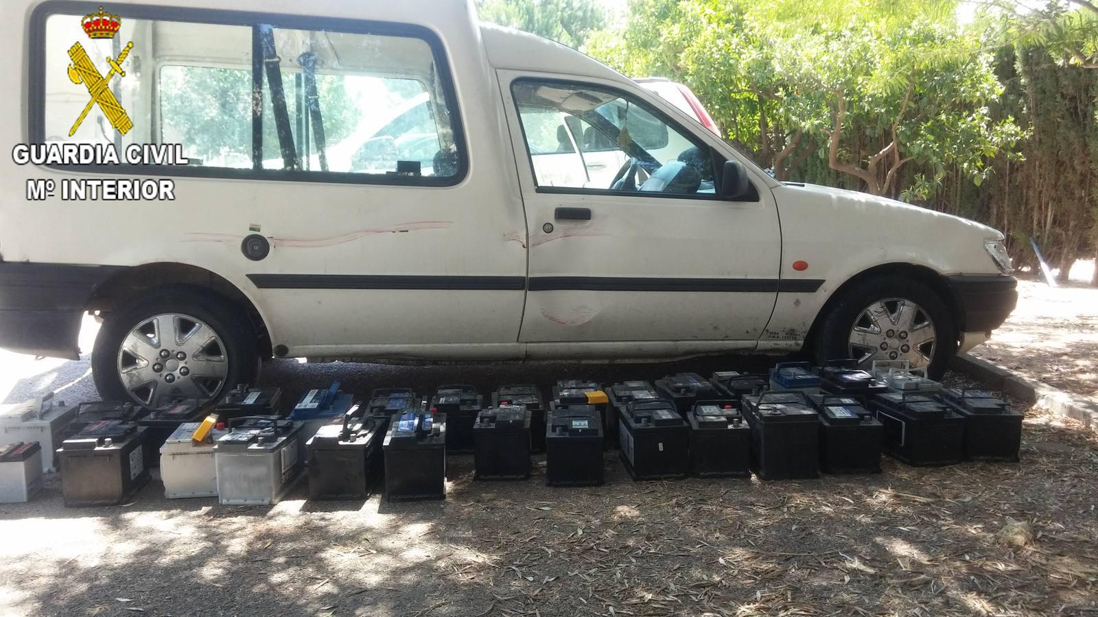 Detenido por robar baterías y maquinaria en Carcaixent por el método del 'escalo'