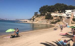 Cierran la playa del Portet de Moraira por agua no apta para el baño