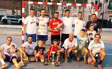 El equipo Denigres se lleva el título de campeón de las 12 Horas de Fútbol Sala Veteranos