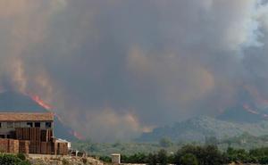 El incendio más grave en un lustro se ceba ya con seis términos municipales