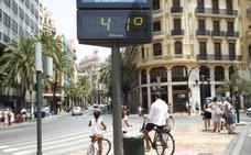 Sanidad atiende a 10 personas por golpe de calor e investiga una muerte y otros cuatro casos