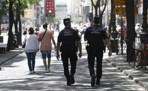 Detenido un hombre en la zona del Mercado Central por abusar de una mujer y escupirle