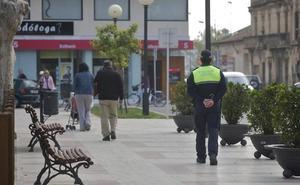 Una mujer abandona a su hijo de 11 años para emborracharse en un bar de Oliva