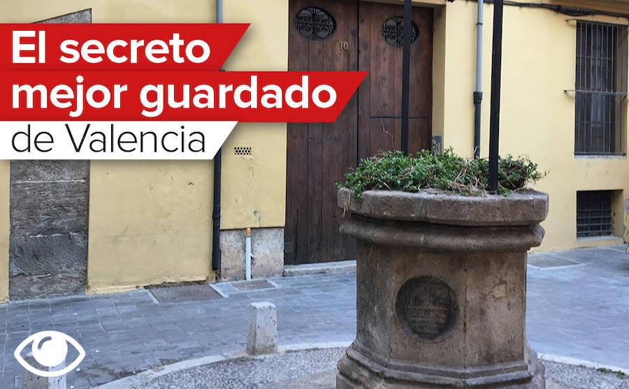 Una plaza con pozo en el centro de Valencia