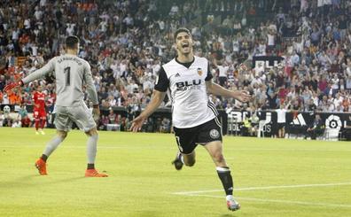 La Premier deja vía libre al Valencia por Guedes y Batshuayi
