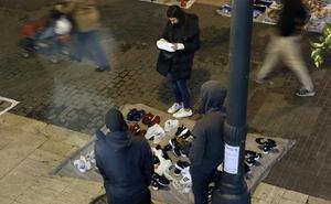Un mantero hiere a dos policías al tratar de reducirlo en el centro de Valencia