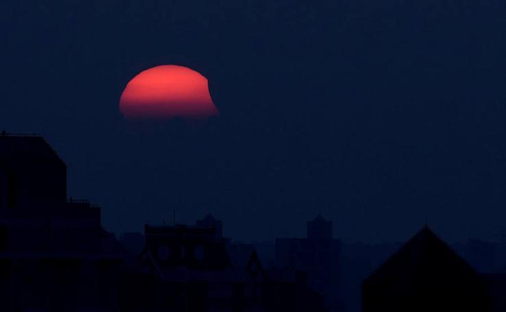 Así se ha visto el eclipse parcial de sol, el último de este año