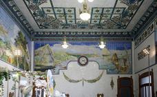 Una grieta atraviesa uno de los murales protegidos de la estación del Norte