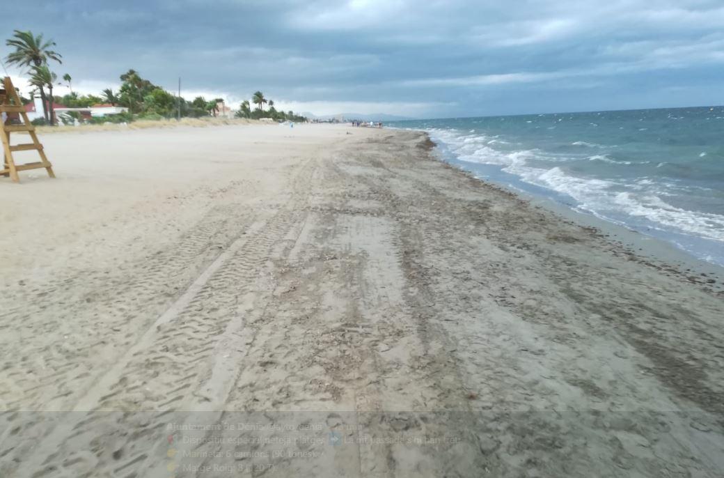 Gandia y Dénia prohíben el baño en sus playas por riesgo a una tormenta eléctrica