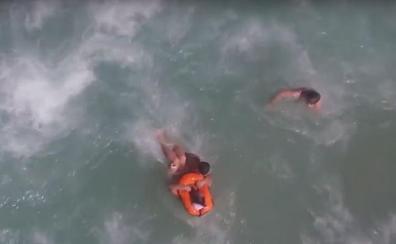 Un dron rescata a unos bañistas en la playa de Puerto de Sagunto