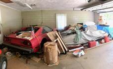 Entra en el garaje abandonado de su abuela y encuentra medio millón en coches superdeportivos