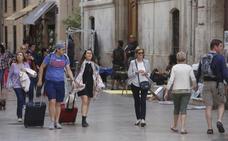 La legalización de los apartamentos turísticos se atasca por las trabas administrativas