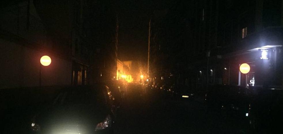Vecinos denuncian la falta de luz en las calles de Valencia
