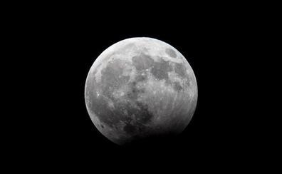 Confirmada la presencia de hielo en la superficie lunar