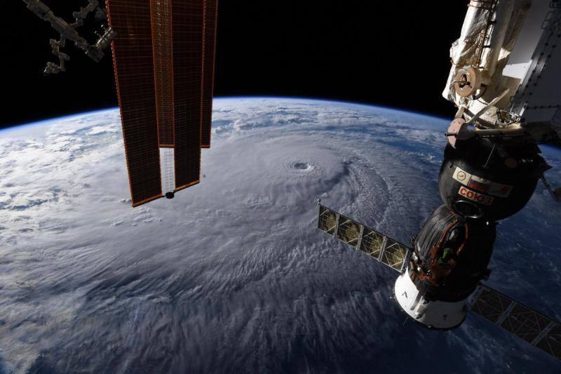 El huracán Lane llega a Hawai con vientos de 250 km/h