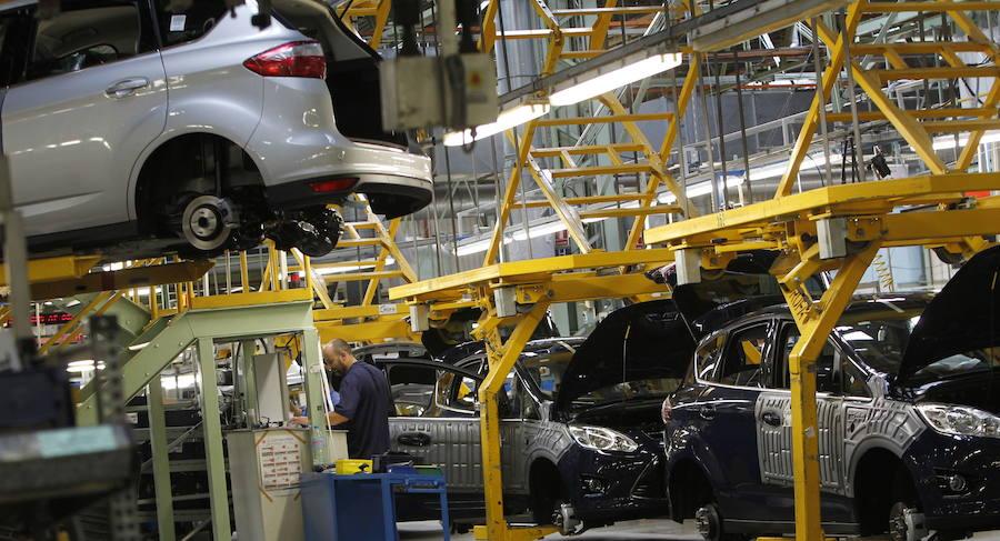 La factoría de Almussafes ve peligrar 46.000 vehículos y el negocio de motores