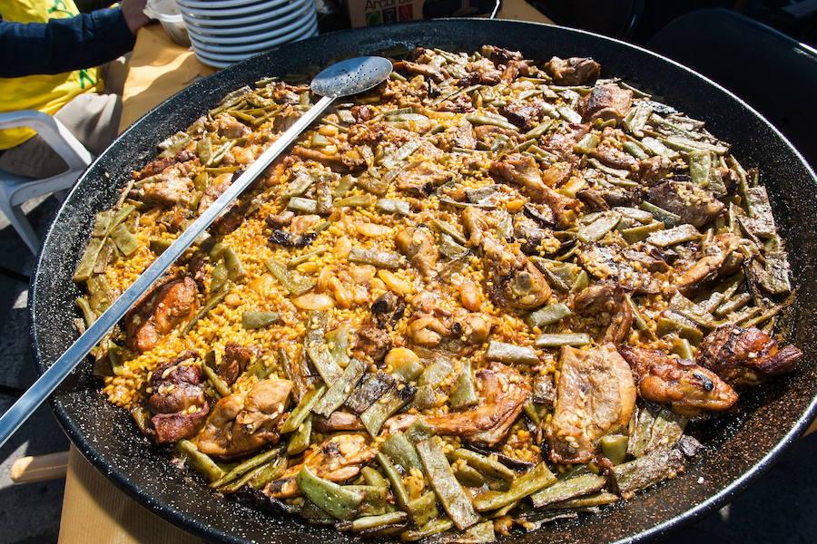 Receta de la paella valenciana de pollo y conejo