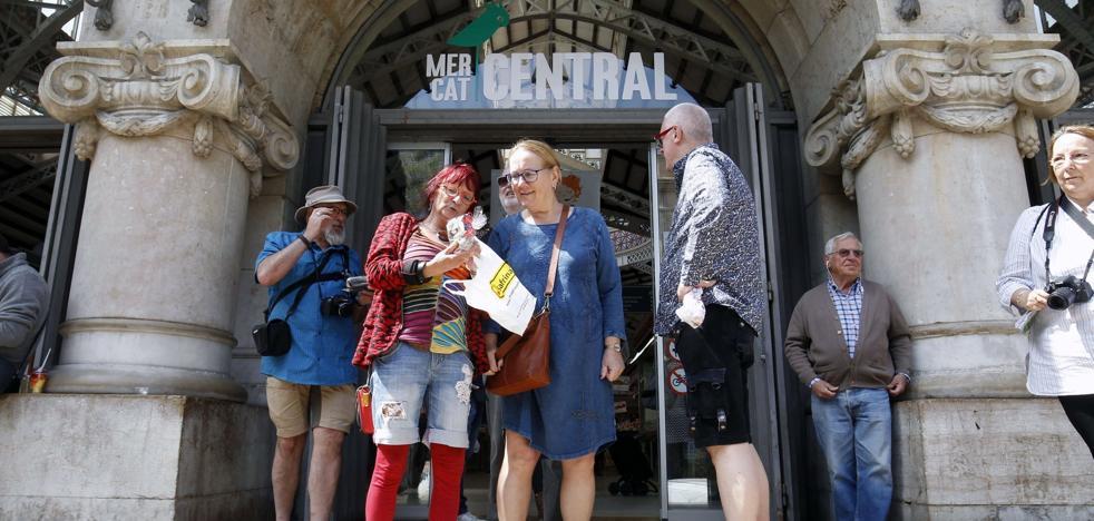 El turismo lleva el centro de Valencia al límite