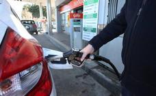 Atropella a un empleado de la gasolinera de Elda para no pagar 40 euros del repostaje