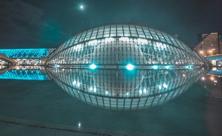 Valencia se transforma de noche