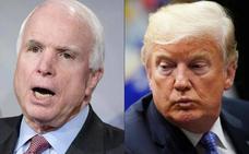 Trump rechazó un comunicado de la Casa Blanca que calificaba a McCain de «héroe»