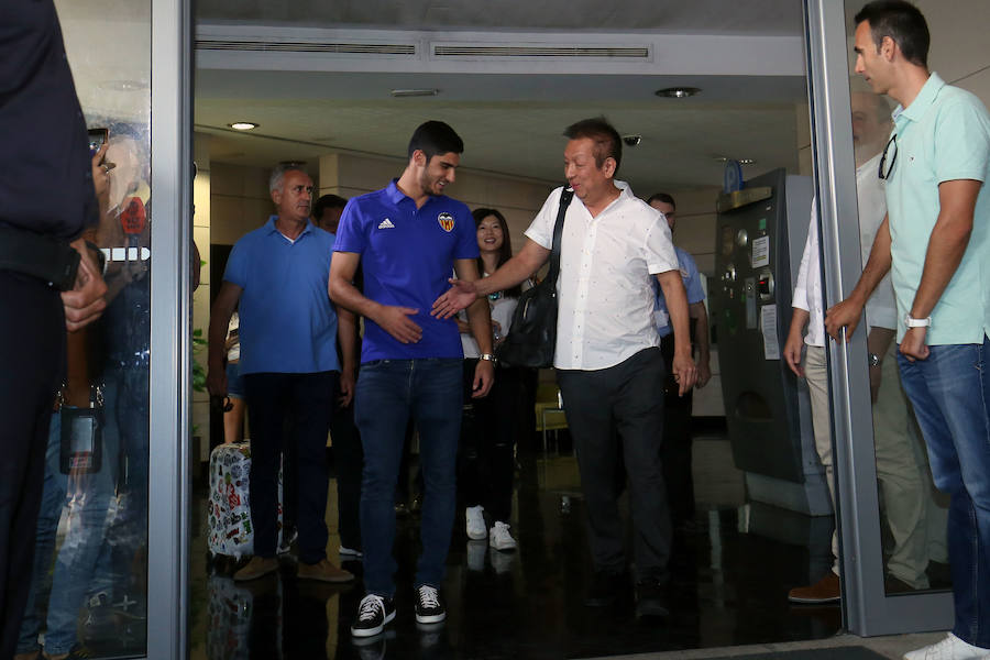 Fotos de la llegada de Guedes a Valencia