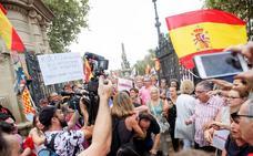Agredido un cámara de televisión valenciano en Barcelona en una concentración por la retirada de lazos amarillos