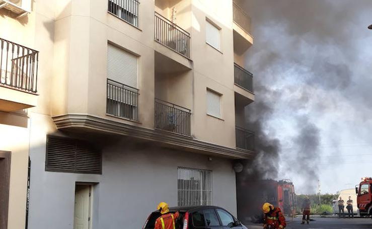 15 personas desalojadas por un incendio en un bar de l'Alcudia