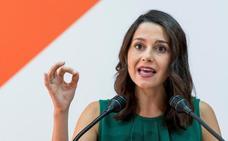 Arrimadas pide a Sánchez y Casado que «no se equivoquen de adversario» en la guerra de lazos