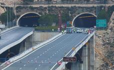 Un coche en llamas en el túnel de Contreras corta casi dos horas la autovía A-3