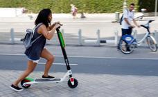 El Ayuntamiento de Valencia cobrará una tasa por alquilar patinetes, motocicletas y coches en la calle