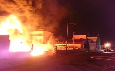 La cooperativa agrícola de Alginet sufre otro pavoroso incendio 7 meses después