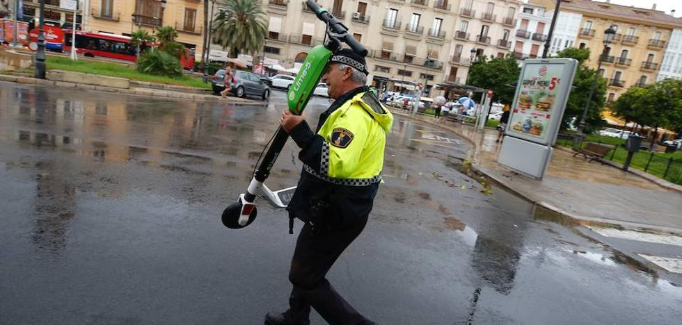 La Policía Local retira los patinetes eléctricos de las calles de Valencia