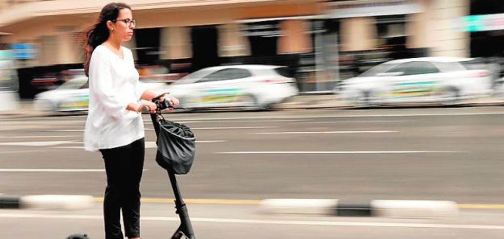 Paterna regulará el empleo de patinetes en la vía pública con el uso de casco
